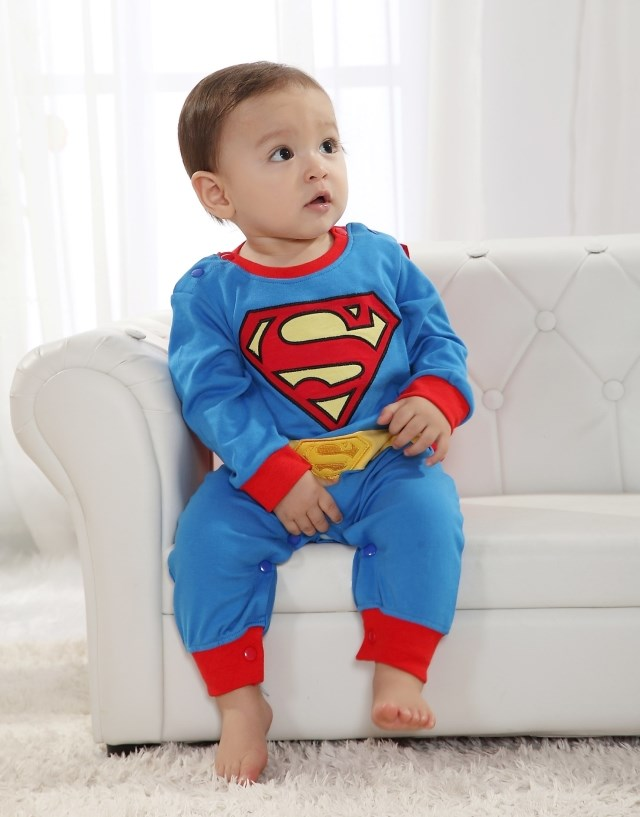 Superman / Batman PJ's WITH Cape Thanks to one of our readers comments, I am happy to post Batman and Superman Pajamas that actually have velcro capes! Nothing makes a kid feel like a superhero quite like an actual cape.