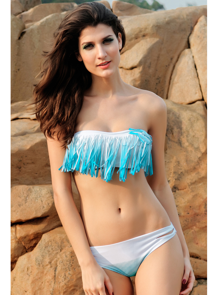 The PilyQ Swimwear Bahama White ruffle bandeau bikini top ties at the back and has ruffle detail at front. This white bandeau bathing suit top offers extra support with .