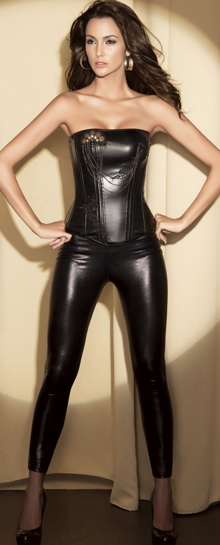 All fantasy girls in leather corsets have thought
