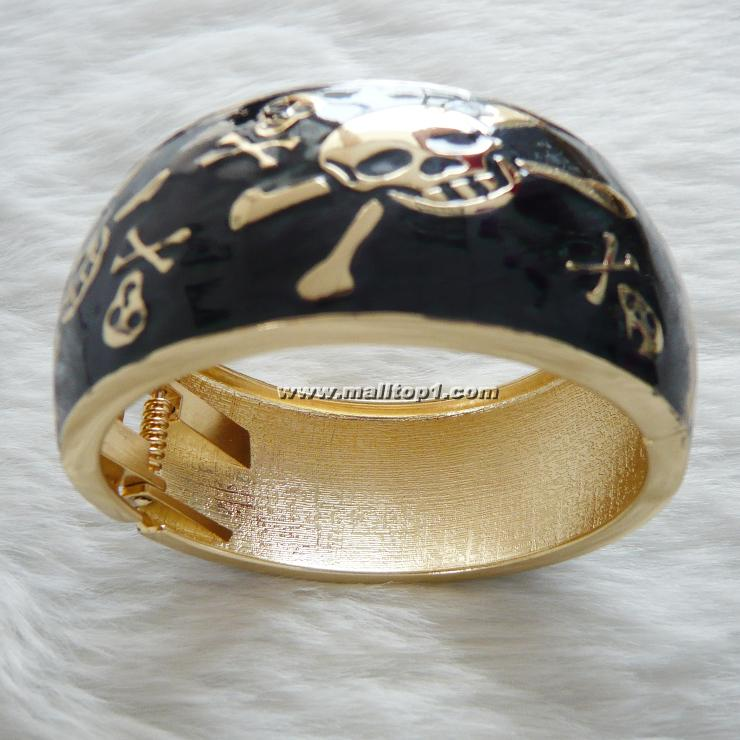 black wide skull bracelet J7092
